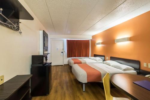 Motel 6 Crawfordsville - Crawfordsville, IN 47933