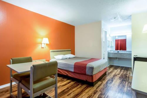 Motel 6 East Ridge TN Photo