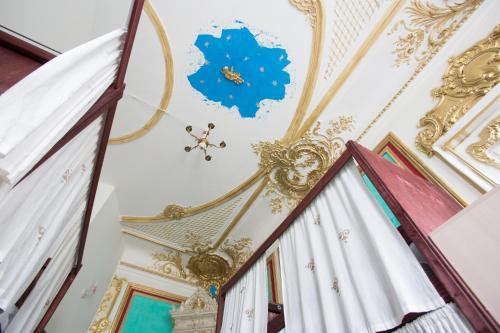 Mayakovskogo street, 36-38 apt.13 (third floor), St Petersburg, Russia.