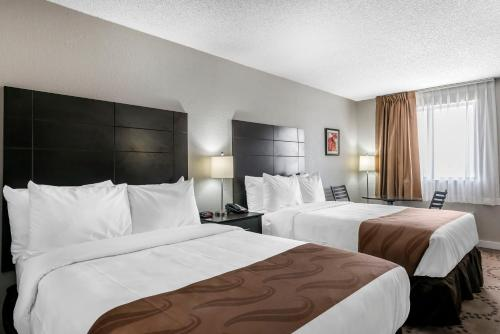 Quality Inn & Suites by the Lake photo 9