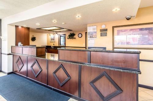 Motel 6 Grove City Photo