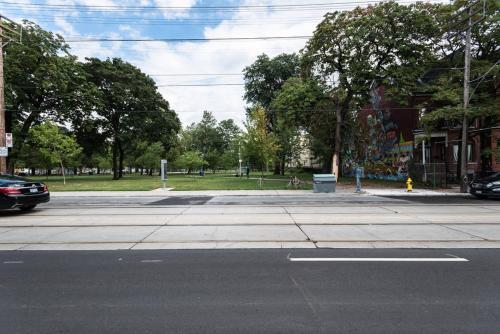 Lili Garden - Toronto, ON M5T 2S3