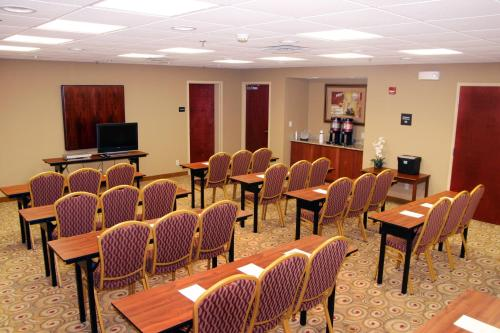 Hampton Inn & Suites Murray - Murray, KY 42071