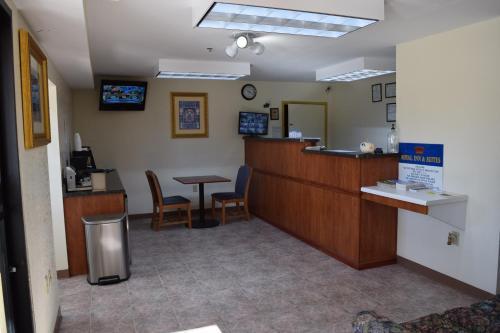 Royal Inn & Suites - Douglasville, GA 30134