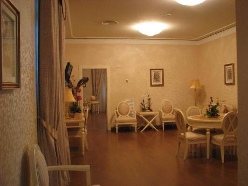 Suite Hotel Santa Isabel 9
