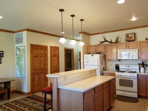 Comfortable For Large Groups - South Fork, CO 81154