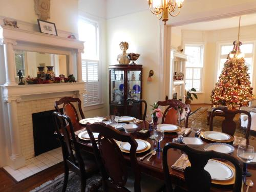 Berney Fly Bed And Breakfast - Mobile, AL 36604