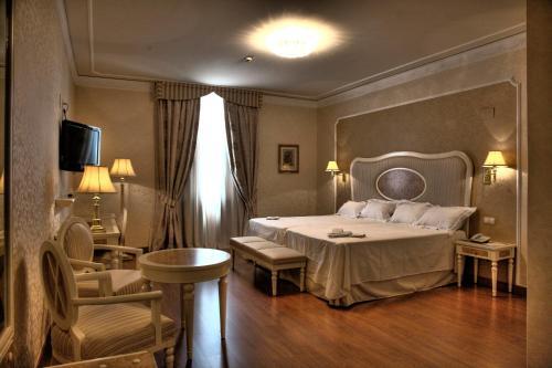 Twin Room Hotel Santa Isabel 10