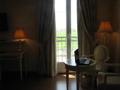 Twin Room Hotel Santa Isabel 11