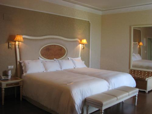 Twin Room Hotel Santa Isabel 12