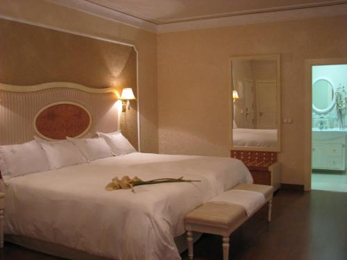 Twin Room Hotel Santa Isabel 14