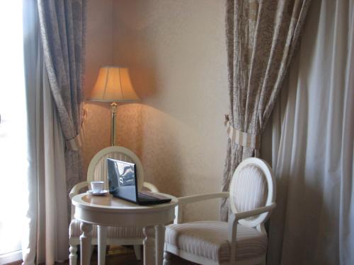 Twin Room Hotel Santa Isabel 16