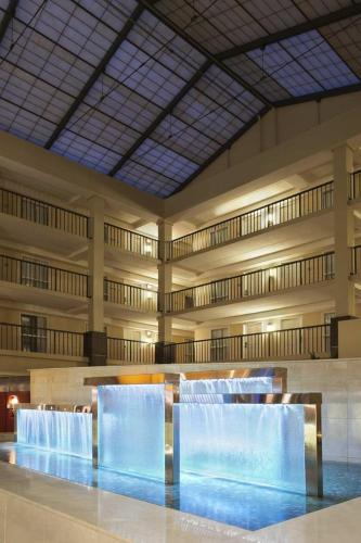 Emby Suites Hotel Cleveland Beachwood