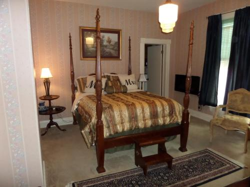 Bridgeford House - Eureka Springs, AR 72632