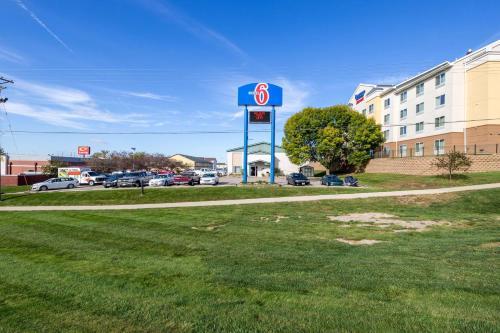 Motel 6 Cedar Rapids Airport Photo
