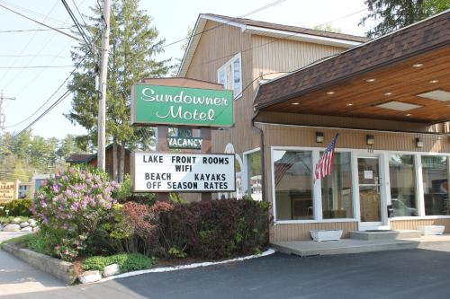 Hotel The Sundowner On Lake George