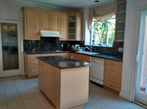 Lido Family Guest House - Richmond, BC V7A 1B9