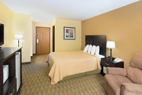 Days Inn By Wyndham Yankton Sd - Yankton, SD 57058