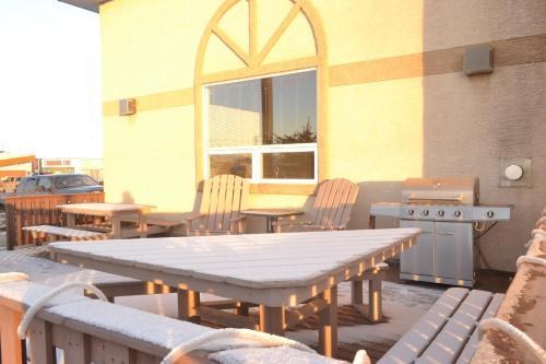 Aurora Park Inn & Suites - Dawson Creek, BC V1G 4Y5