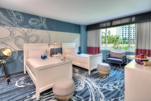 Universal's Loews Sapphire Falls Resort photo 11