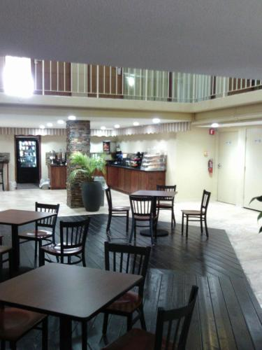 5th Avenue Inn & Suites Photo