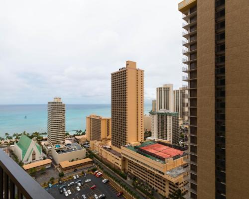 Waikiki Banyan Tower 1 Suite 2710 Photo