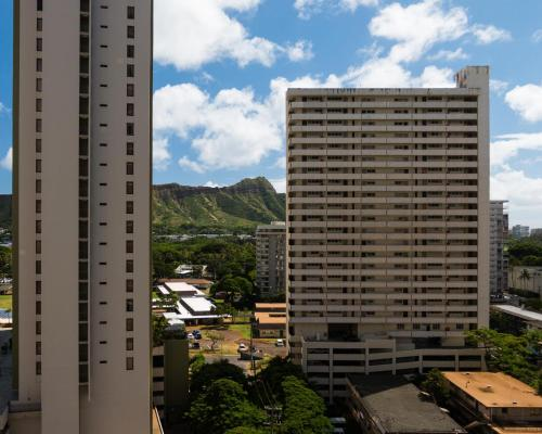 Waikiki Banyan Tower 1 Suite 1501 Photo