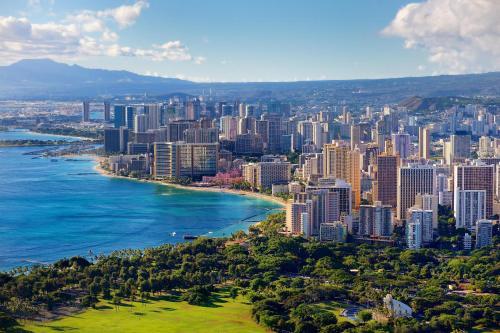 Waikiki Banyan Tower 1 Suite 3214 Photo