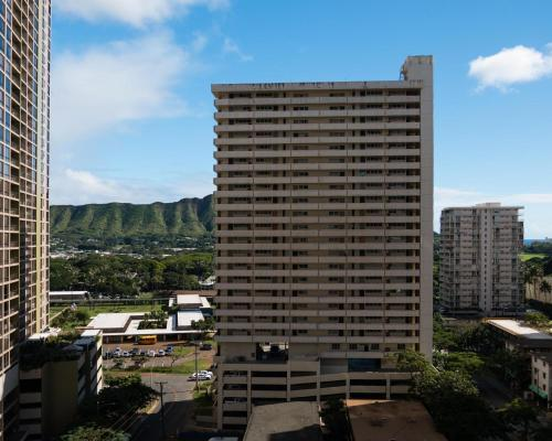 Waikiki Banyan Tower 1 Suite 1509 Photo