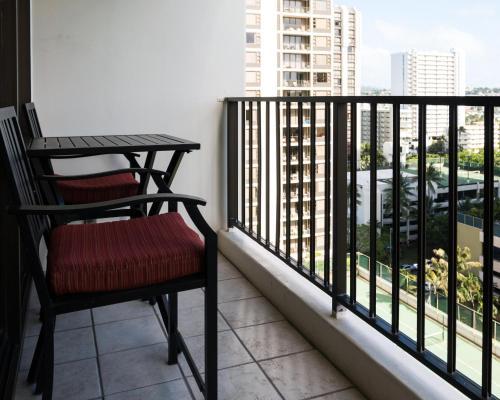 Waikiki Banyan Tower 1 Suite 1507 Photo