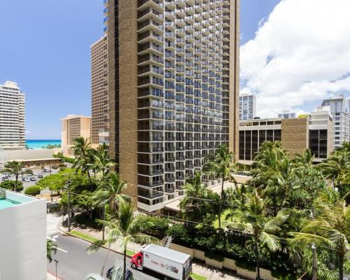 Waikiki Banyan Tower 1 Suite 802 Photo
