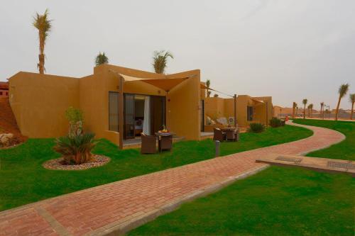 Golden Tulip Sharma Resort Photo