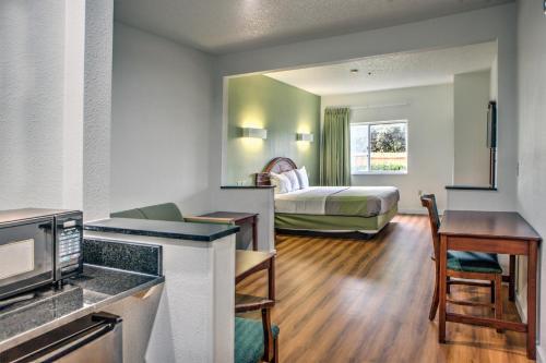 Motel 6 Dallas Northwest Photo