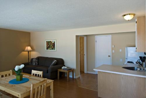 Crown Resort Motel - Penticton, BC V2A 1C1