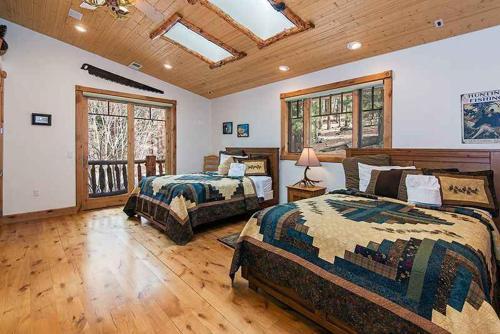 7 Bedroom Rustic Luxury Lodge Vacation Rental