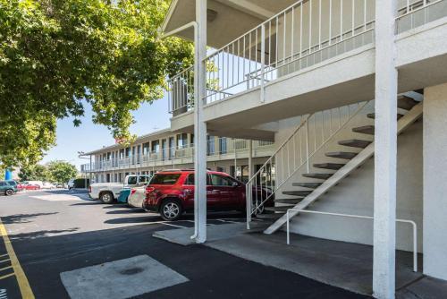 Motel 6 Reno - Virginia Plumb Photo