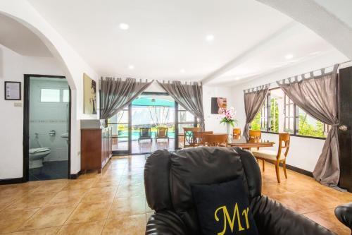 Walking Street Pool Villa Pattaya