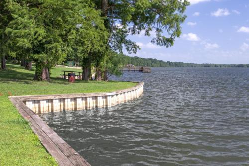 Days Inn Lake Village Photo