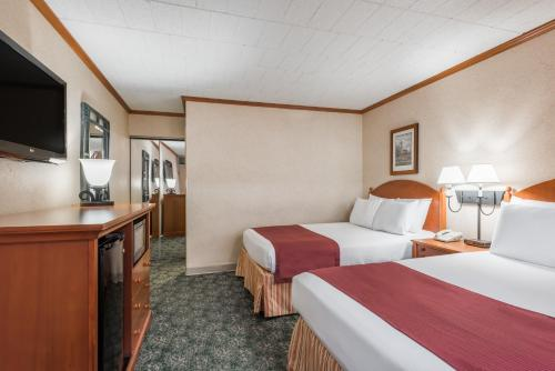 Ramada Hotel & Conference Center By Wyndham State College - State College, PA 16801