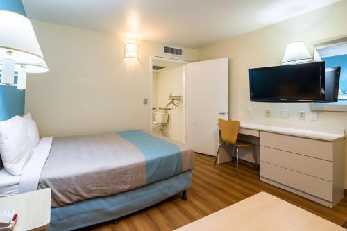 Motel 6 Miles City Photo