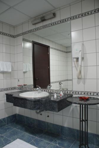 https://q-xx.bstatic.com/images/hotel/max500/828/8289533.jpg