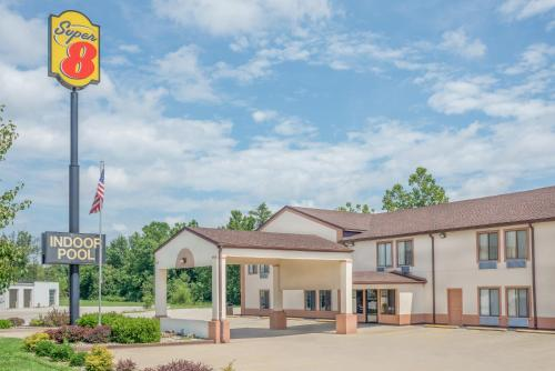 Super 8 By Wyndham Vincennes - Vincennes, IN 47591