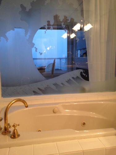 Donna's Bed & Breakfast - White Rock, BC V4B 1X9