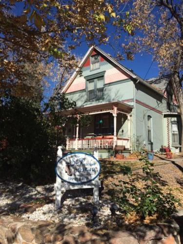 The Silk Pincushion - Bed And Breakfast - Adults Only - Golden, CO 80401
