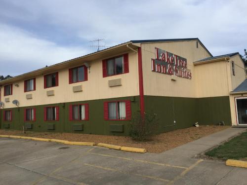 Lake Tree Inn & Suites - Marion, IL 62959