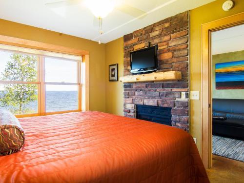 East Bay Suites - Grand Marais, MN 55604