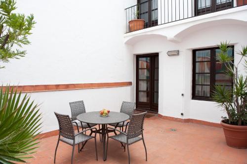 Aspasios Plaza Real Apartments photo 18