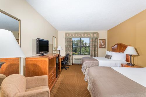 Baymont Inn & Suites Asheville/Biltmore Photo