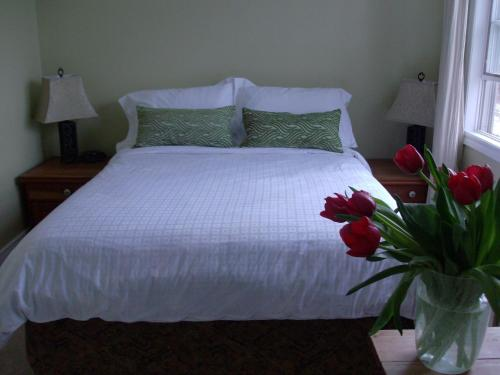 Rosa's Bed And Breakfast - Kingston, ON K7L 2A3