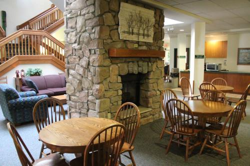 Farmstead Inn And Conference Center - Shipshewana, IN 46565